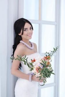 Noiva linda com vestido branco