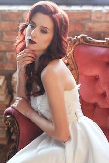 Noiva linda em vestido de noiva branco