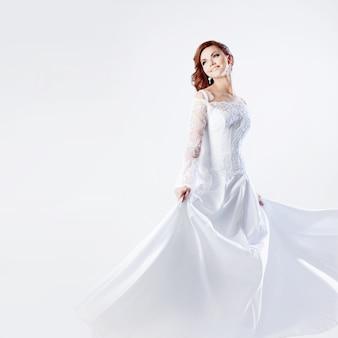 Noiva linda no vestido de casamento