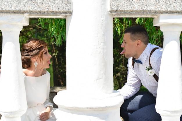 Noiva noivo, mostrar, um ao outro, língua
