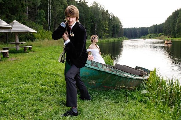 Noiva noivo, tendo divertimento