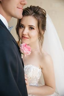 Noivas bonitas estão no dia do casamento