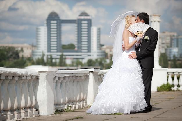 Noivo e noiva no dia do casamento