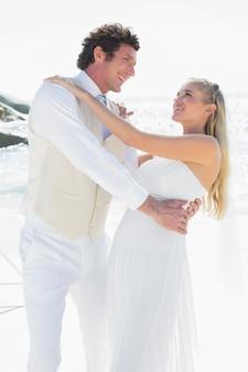Noivo, mergulhando, seu, bonito, novo, esposa, enquanto, dançar