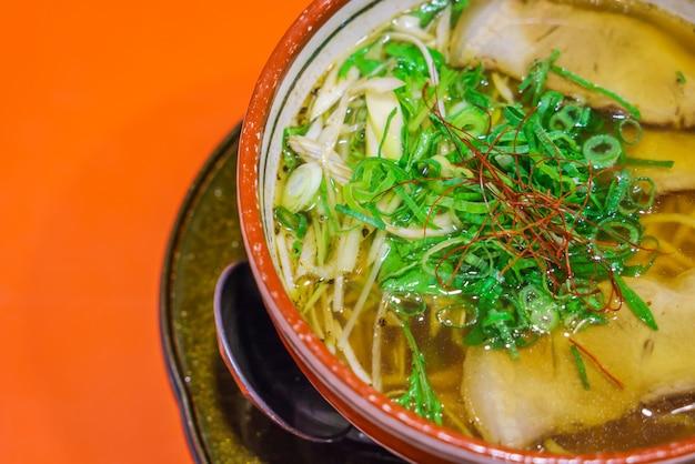 Noodle ramen japonês na tabela