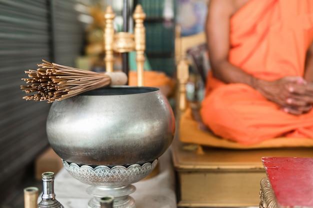 Nós acreditamos nos ensinamentos dos budismos. a tailândia é a terra do budismo.