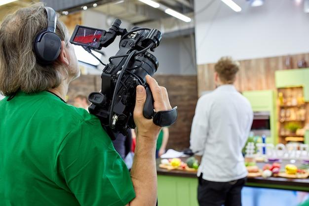 Nos bastidores da equipe de filmagem ou produção de vídeo e equipe de filmagem