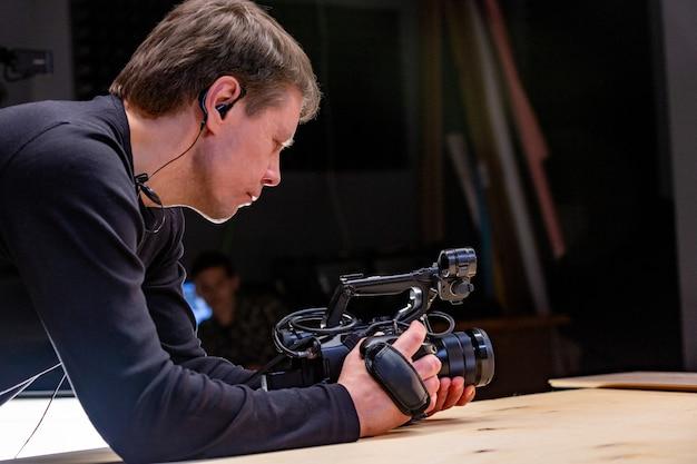 Nos bastidores da produção ou gravação de vídeo