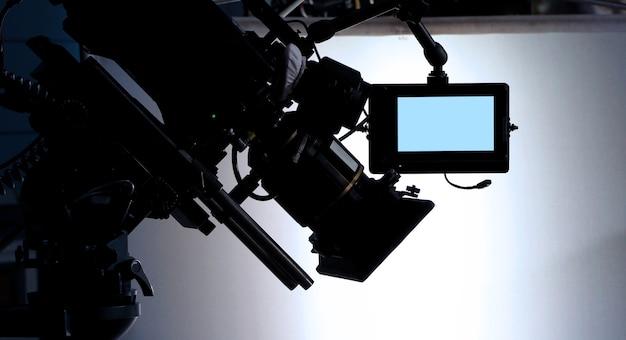 Nos bastidores ou na produção de vídeos de filmes e equipe de equipe trabalhando