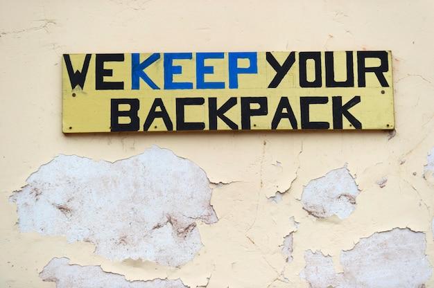 Nós mantemos a tabuleta da sua mochila em uma loja, pisac, vale sagrado, região de cusco, peru