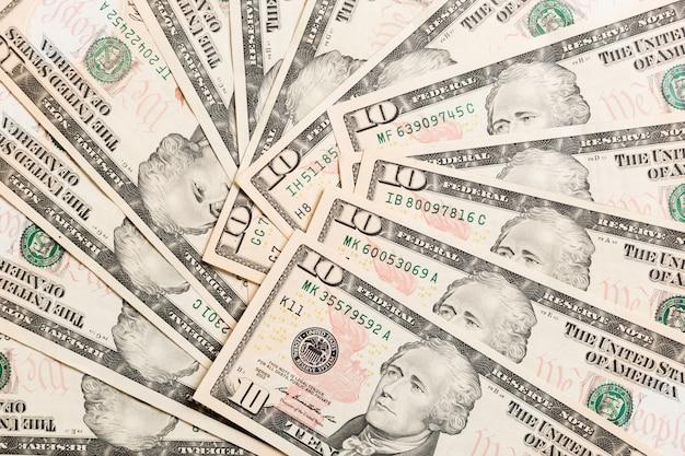 Nota de 10 dólares em várias notas de dólar dos eua