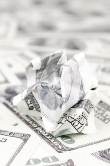 Nota de dólar amassada