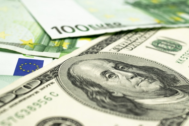 Nota de dólar americano. dinheiro americano de washington. caindo em dinheiro usd de volta
