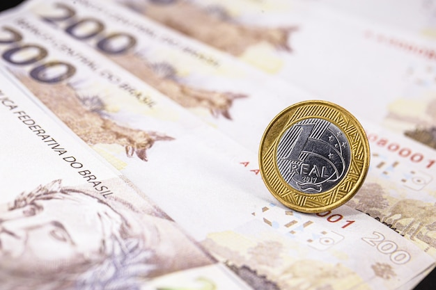 Nota de duzentos reais do brasil, nota de 200 reais nova, dinheiro do brasil. conceito do grande prêmio.
