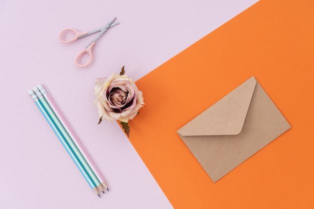 Nota de espaço pastel com flor