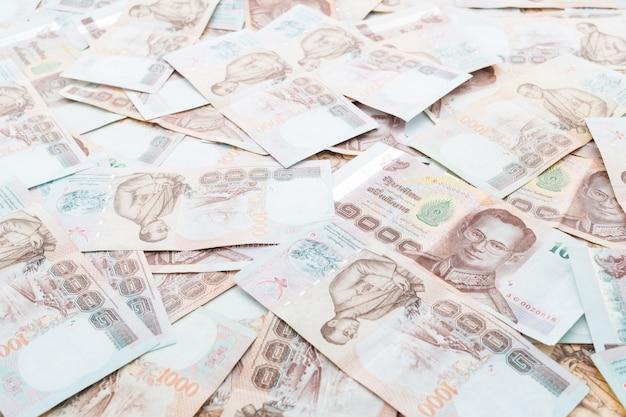 Nota e dinheiro tailandeses
