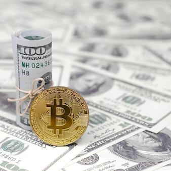 Nota enrolada e moeda de ouro