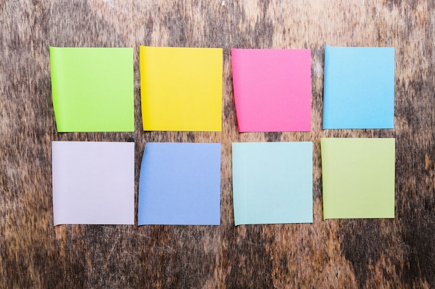 Notas auto-adesivas coloridas