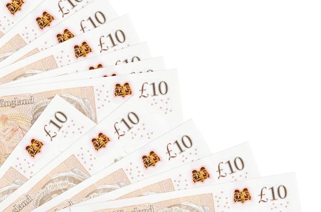 Notas de 10 libras esterlinas encontram-se isoladas no fundo branco com espaço de cópia empilhados em um ventilador.