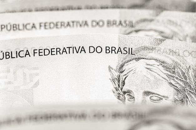 Notas de banco de duzentos reais, dinheiro do brasil, conceito de economia