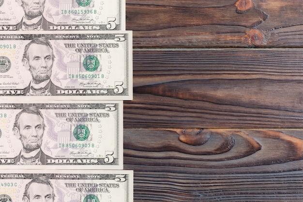 Notas de cem dólares vista superior dos negócios sobre fundo com copyspace