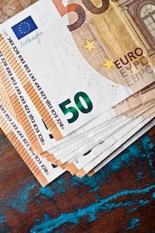 Notas de cinquenta euros.