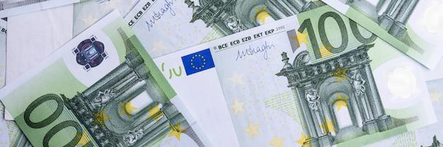 Notas de dinheiro do euro.