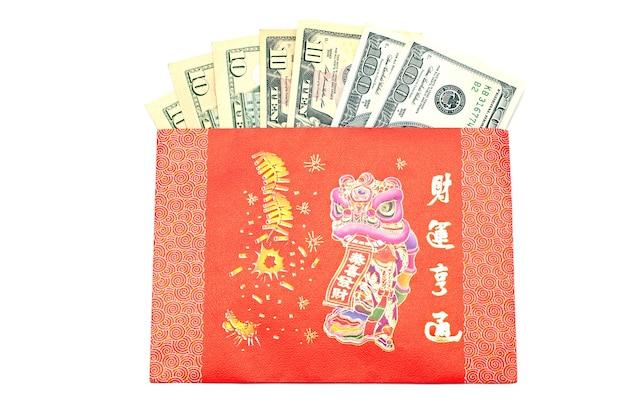 Notas de dinheiro dólar em dinheiro no envelope vermelho
