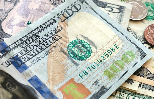 Notas de dólar americano em fotografia de close-up para conceitos de economia e finanças