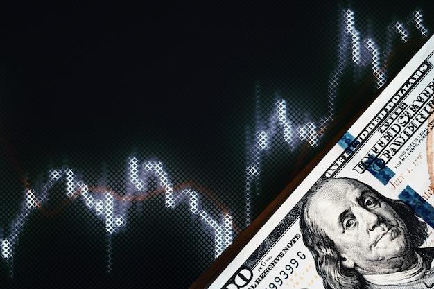 Notas de dólar dos eua em fundo com dinâmica de taxas de câmbio. negociação e conceito de risco financeiro