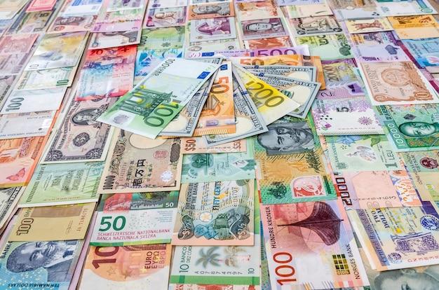 Notas de euro e dólar na coleção de dinheiro mundial