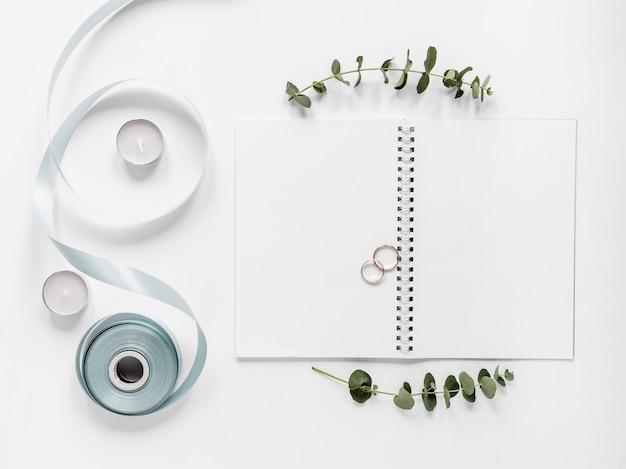 Notebook com anéis de noivado