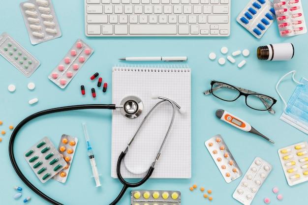 Notebook com coleção de comprimidos
