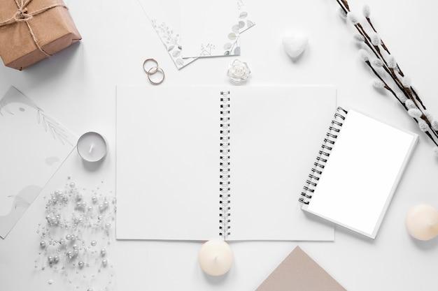 Notebook com enfeites de casamento