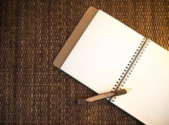 Notebook com espaço de design de lápis