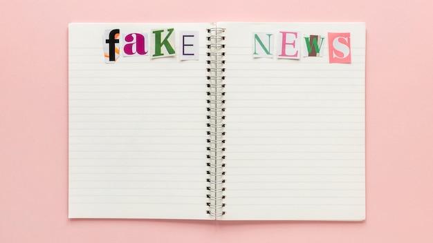 Notebook com notícias falsas
