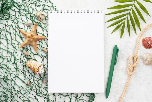Notebook com rede de pesca