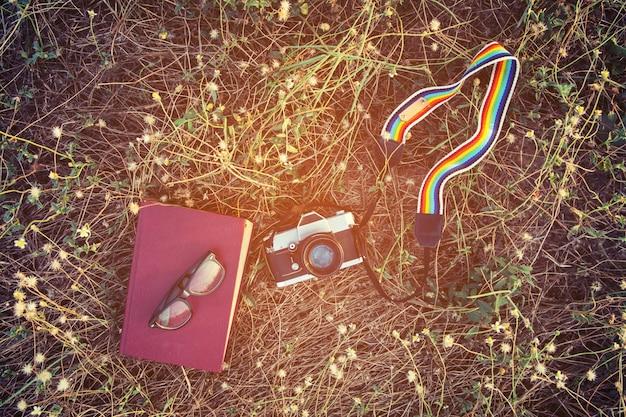 Notebook e câmera velha