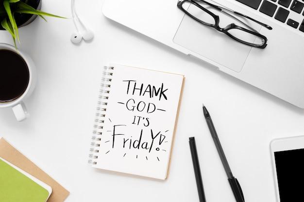Notebook with thank god é sexta-feira texto sobre ele.