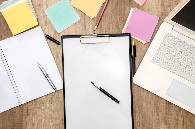 Notebooks e notebooks na área de trabalho