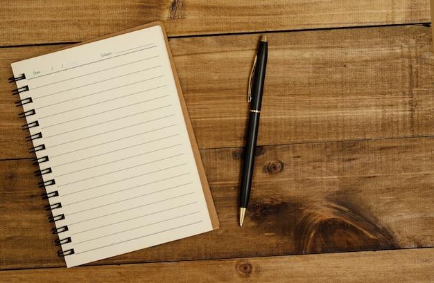 Notebooks são um meio de aprendizagem. e uma caneta para fazer anotações