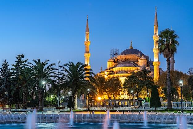 Noturna, vista, de, mesquita azul, em, cidade istambul, peru