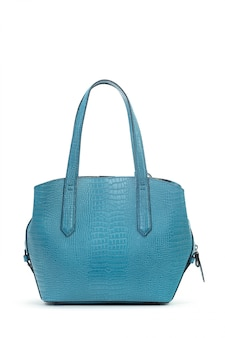 Nova bolsa feminina de couro isolada no fundo branco