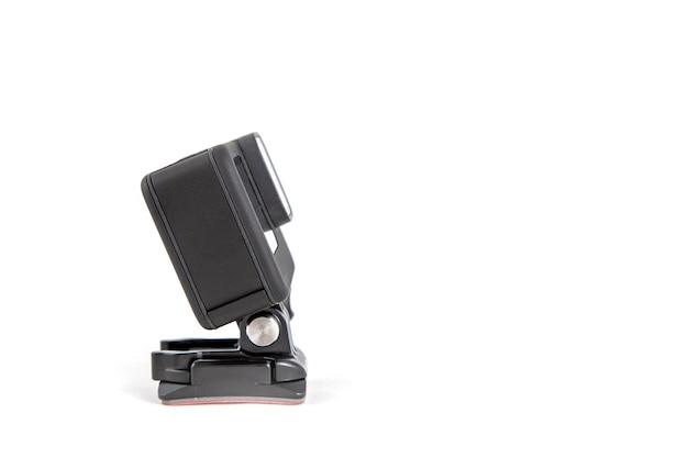 Nova câmera k action em um suporte de sucção na cor preta com fundo branco isolado