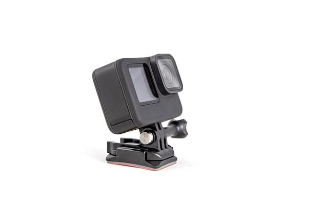 Nova câmera k action em um suporte de sucção na cor preta com fundo branco isolado Foto Premium