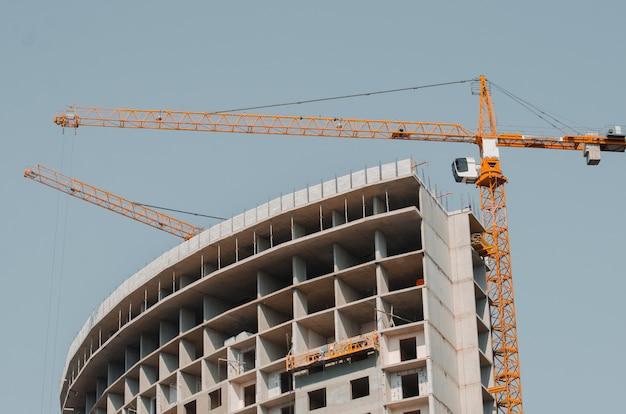Nova construção. o conceito de comprar um apartamento novo.