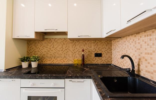 Nova cozinha em um apartamento novo