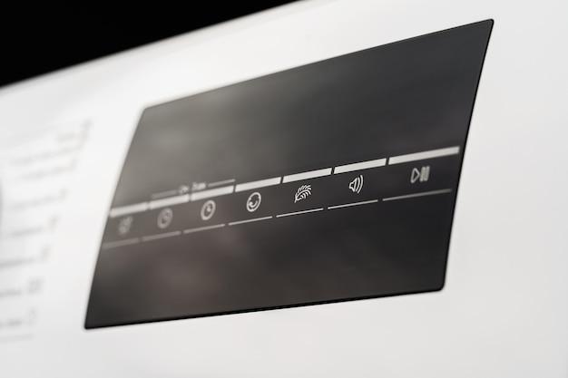 Nova máquina de lavar em loja de eletrodomésticos