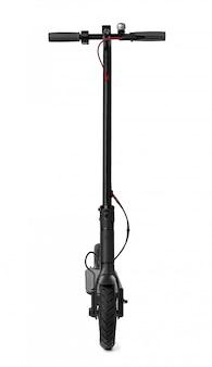 Nova scooter elétrica preta isolada no branco