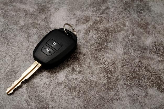 Novas chaves de carro com oferta de empréstimo a juros baixos no showroom